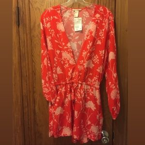 H&M Red & White Floral Romper w/ Pockets